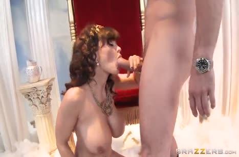 Фигуристую мамашу Lisa Ann удовлетворили анальным сексом