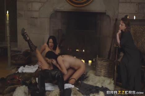 Anissa Kate и Jasmine Jae замутили групповуху с рыцарем