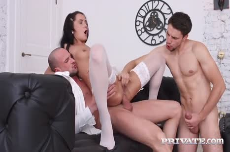 Angie Moon испытала на себе порно с двойным проникновением