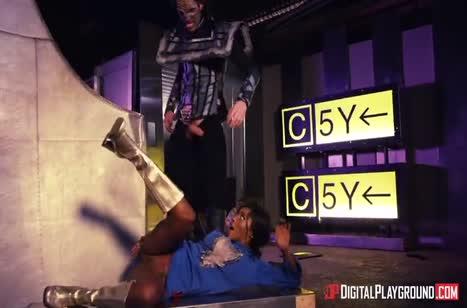 Kiki Minaj жаждет большого пениса в задницу
