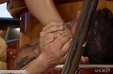 Сисястая Aletta Ocean кувыркается с мужиком на яхте