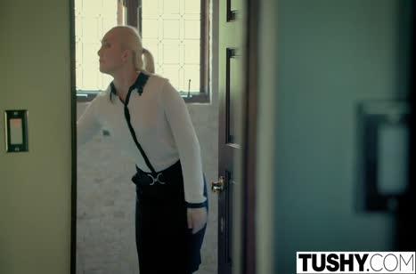 Блондиночка AJ Applegate жестко принимает пенис в попу