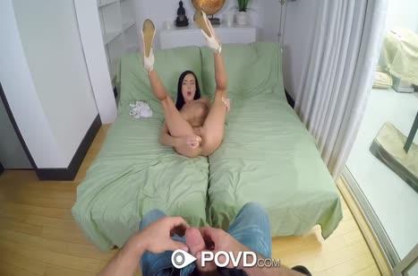 Анал бабенки офигевает от члена и секс игрушки