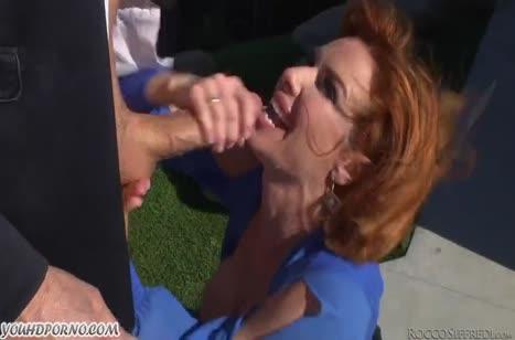 Рыжеволосая Veronica Avluv любит развратный секс в жопу
