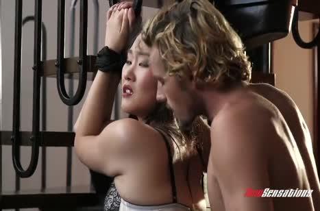 Жопастая чикса любит фетиш порно и БДСМ
