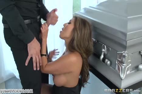 Шикарная Akira Lane попробовала все порно позы