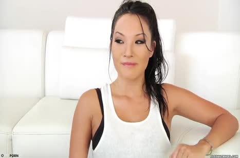 Asa Akira с подругой нарвались на жесткое порно