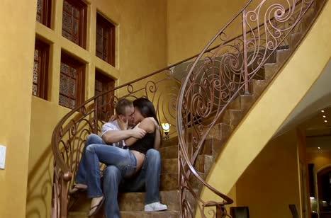 Засадил член Annie Cruz прямо на лестнице