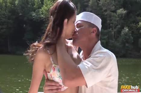 Милашку Miyuki Son во всю затрахали на яхте