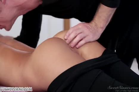 Массаж и романтическое порно с хрупкой Alina Li