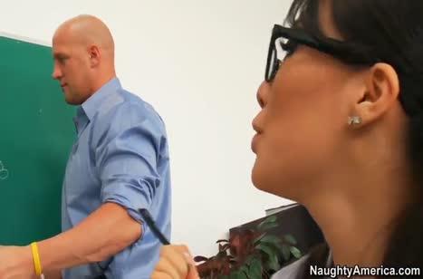 Сексуальная Asa Akira дала преподу на занятиях