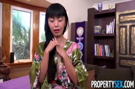 За деньги азиатка согласна на порно от первого лица