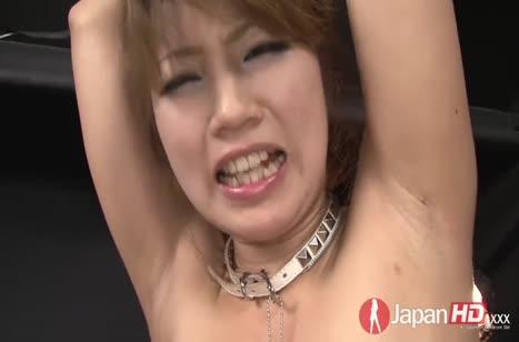 Над азиаткой в чулках извратились секс игрушками