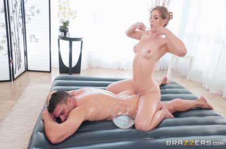 Масляная Ella Nova надрочила мужику и устроила с ним порно