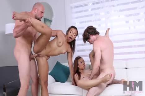 Веселые девочки решились на групповое порно с друзьями