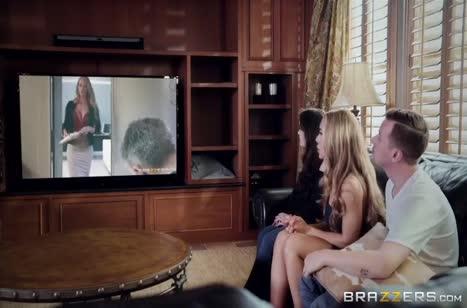 Муж трахает любовницу Nicole Aniston на глазах жены