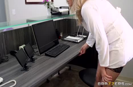 Julia Ann насмотрелась порнухи и решила повторить с коллегой