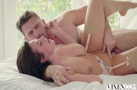 Сочная Angela White рада романтическому сексу с любовником