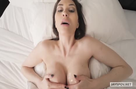 Сисястая Angelina Diamanti классно стонет от секса