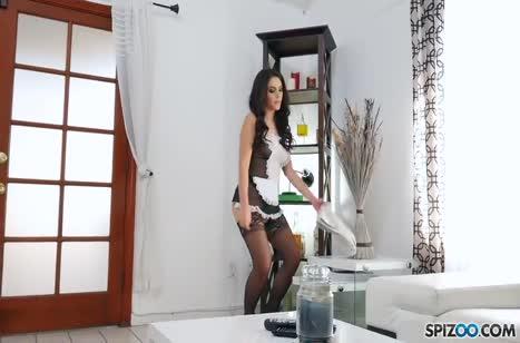 Valentina Nappi устроила с другом порнуху от первого лица
