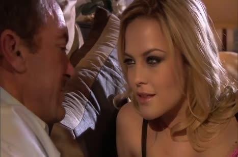 Жопастая блонди Alexis Texas шикарно скачет на члене