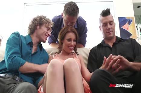 Приставучие парни раскрутили Britney Amber на двойной секс