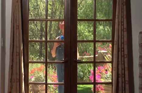 Горячая Capri Cavanni позарилась на садовника