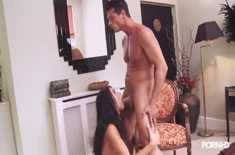 Секси горничная Megan Coxxx не против жесткого траха