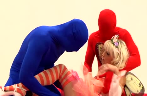 Блондинистую фею Mia Magma отымели двое в масках