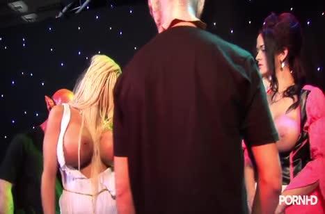 Групповое порно на костюмированной вечеринке