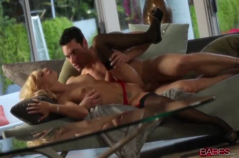Erica Fontes с большими сиськами постанывает от глубокого секса