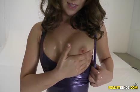 Remy LaCroix в латексе устроила порно с фотографом