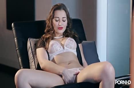 Три лесбиянки устроили групповое порно с секс игрушками