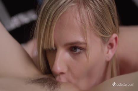 Молодые лесбиянки обожают романтичные ласки