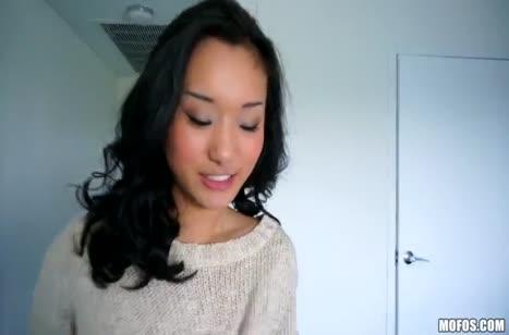 Милая Alina Li сексуально стонет от большого писюна