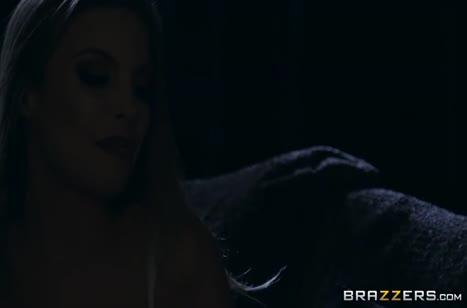Неугомонную Britney Amber смачно прут перед сном