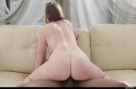 Сочная мамаша Chanel Preston замутила порно с негром