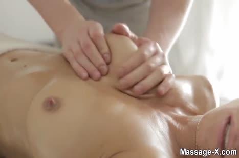 Rita Rush возбудилась от крепких рук массажиста
