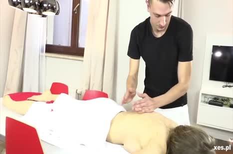 Чел устроил с девками групповой порно массаж