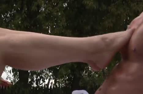 Молодая парочка занялась сексом прямо на пикнике