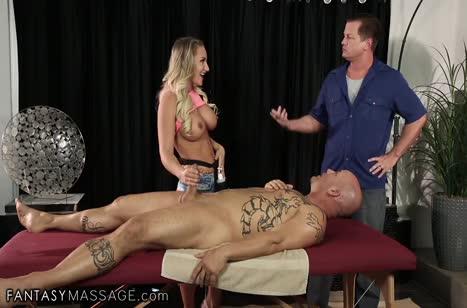 Cali Carter делает массаж и получает групповой секс