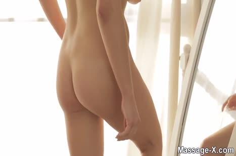 Silvia Jons в обтягивающих штанишках отдается толстому херу