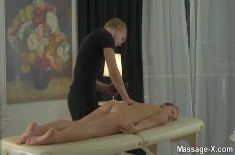 Emma Brown пришла на массаж но попала на секс
