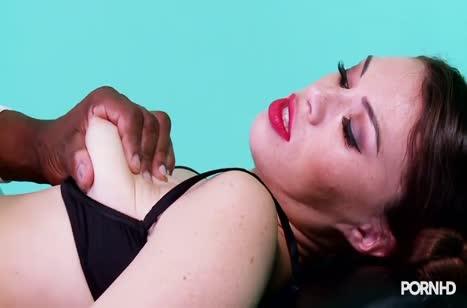 Негр завел Tiffany Doll вибратором и она согласилась на все