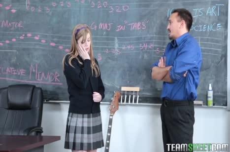Студентка Dolly Leigh решила перепихнуться с учителем музыки