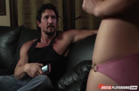 Kayden Kross позирует на телефон и жаждет секса