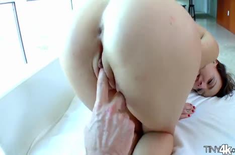 Ротик и писю молодой растянул большой пенис