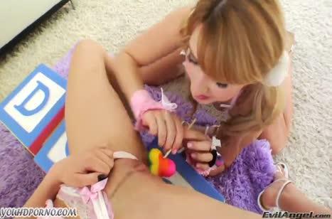 Игривые лесбиянки попробовали порно с секс игрушками