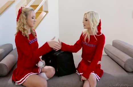 Две молодые блондиночки распробовали лесбийские ласки