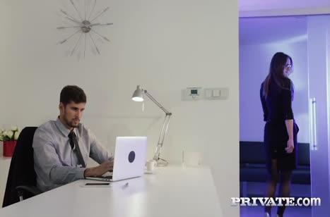 Пошлая Barbara Bieber готова потрахаться на работе